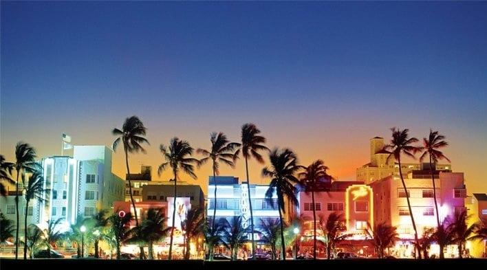 Avenida Ocean Drive Miami de noite