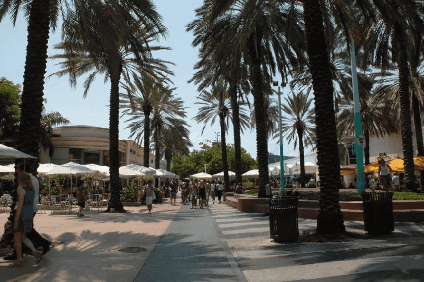 Pontos turísticos na Lincoln Road em Miami