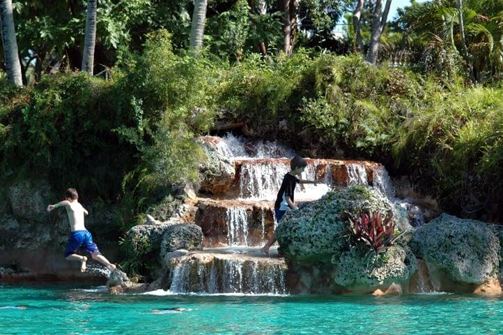 Venetian Pool com crianças em Miami