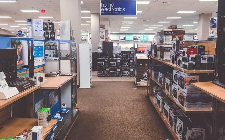 Loja de eletrônicos Best Buy para comprar adaptadores e cabos USB em Miami