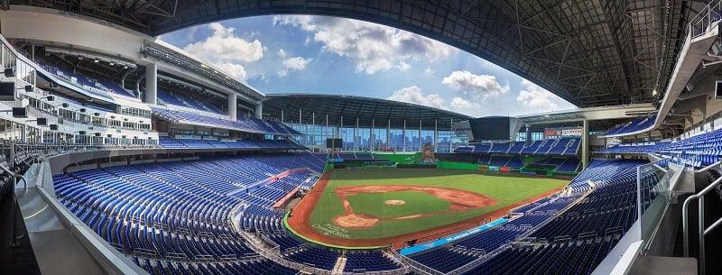 Estrutura do Estádio de Beisebol Marlins Park em Miami