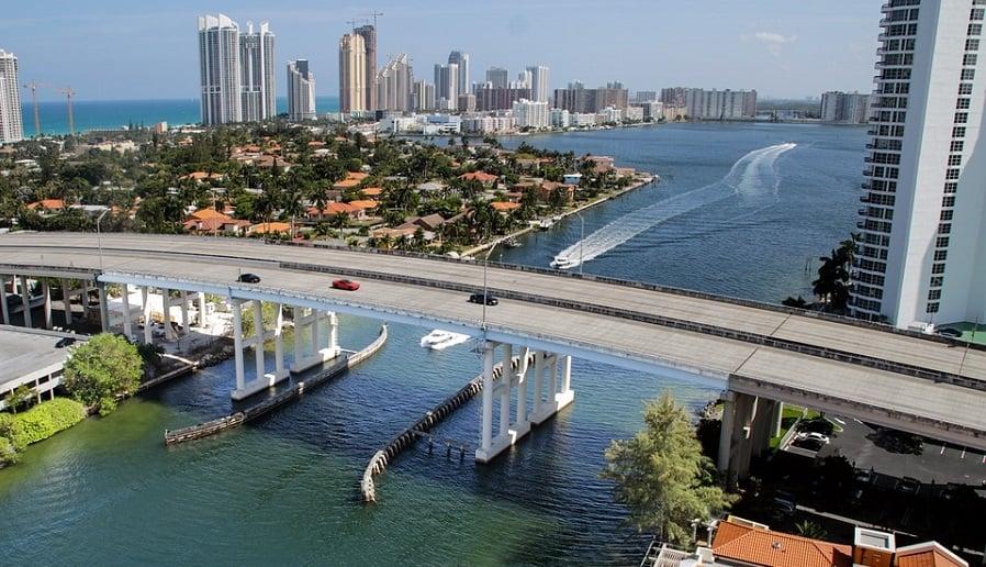 Preciso saber inglês para viajar para Miami?