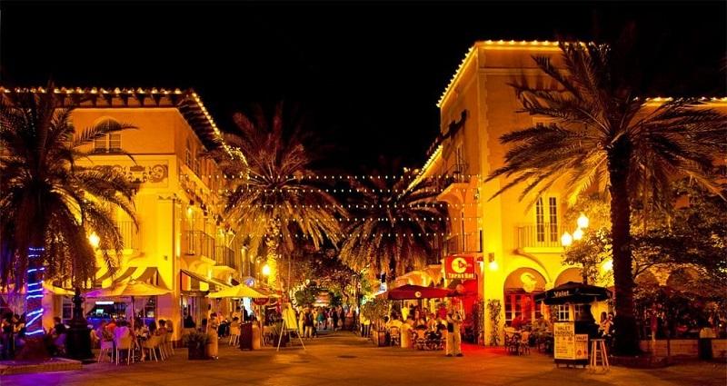 Española Way para curtir a noite em Miami