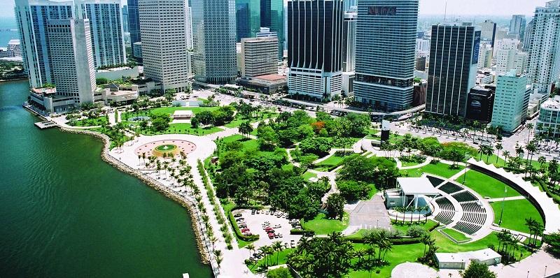 Parque Bayfront Park em uma viagem sozinho em Miami
