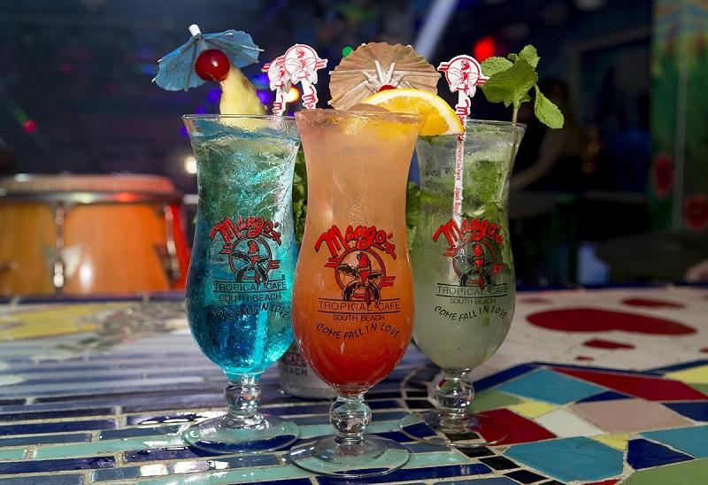Drinks na balada Mango's Tropical Café em Miami Beach