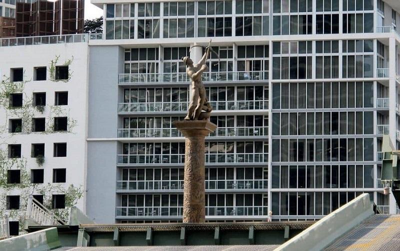Monumento The Pillar of History em Miami