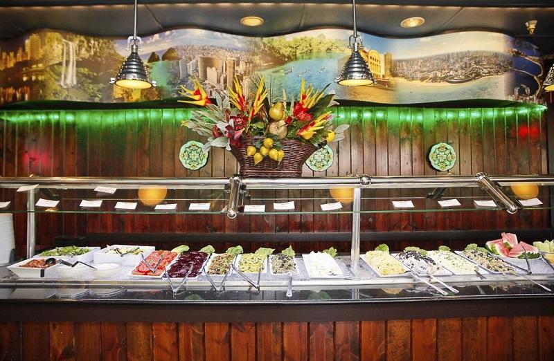 Comidas no restaurante brasileiro Café Mineiro em Orlando