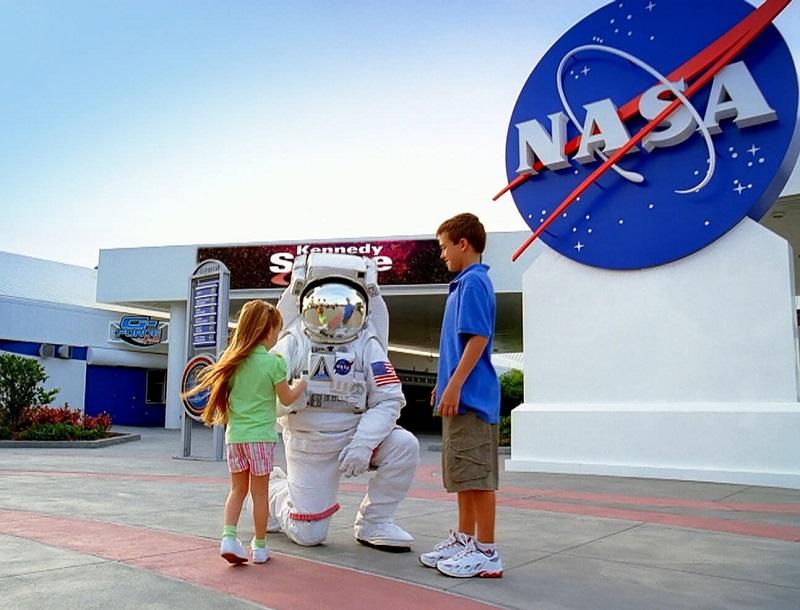 Crianças no Parque Kennedy Space Center em Orlando