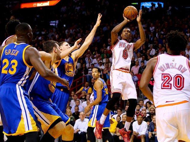 Assistir a um jogo de basquete do Miami Heat