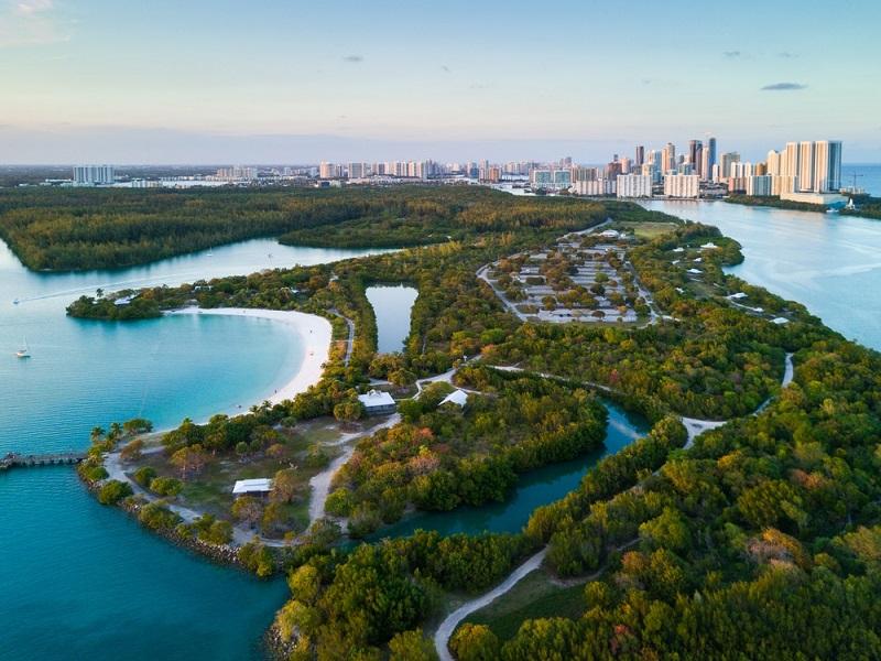 Natureza do Oleta River State Park em Miami