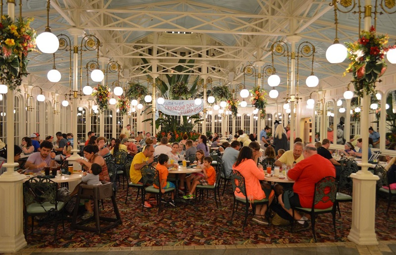 Restaurante The Crystal Palace no Parque Magic Kingdom em Orlando