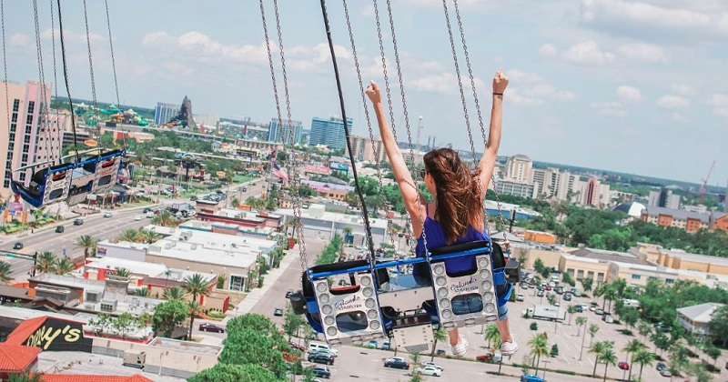 Turista se divertindo em Orlando