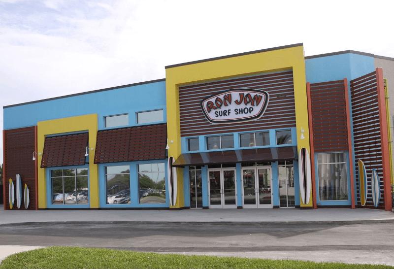 Comprar coisas de surf na loja Ron Jon Surf Shop em Orlando